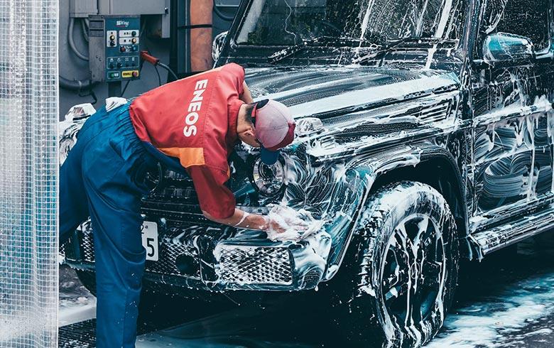 carwash-guy-cleaning-car
